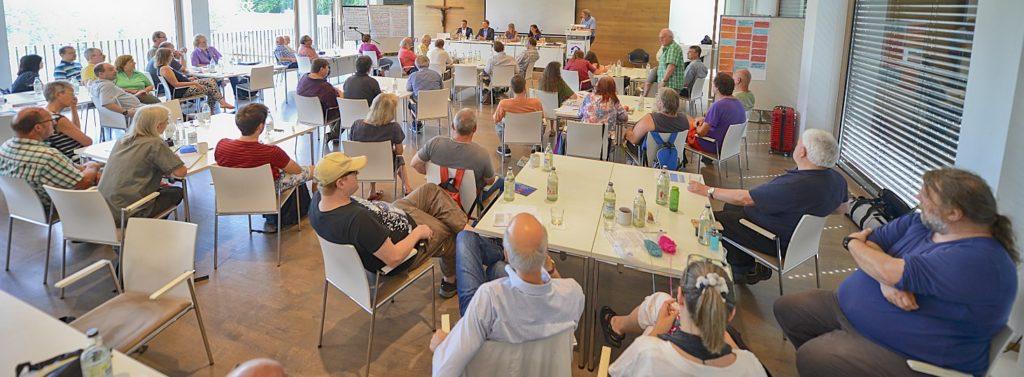 Podium zur Bundestagswahl bei der Erwerbslosen-Tagung 2017 (Raum-Eindruck)