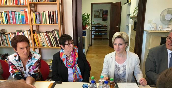 Landes-Wirtschaftsministerin Hoffmeister-Kraut bei der Arbeiterbildung e. V. in Reutlingen